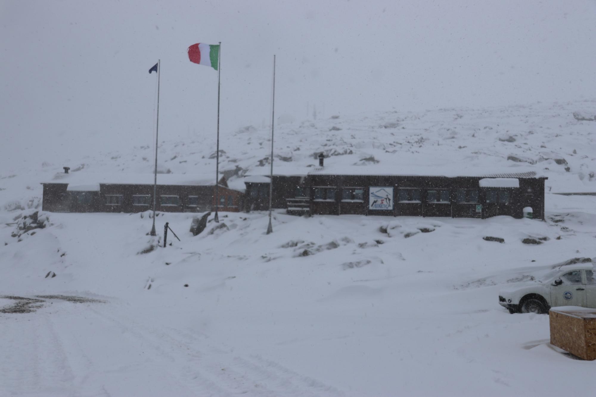 stazione Mario Zucchelli innevata1